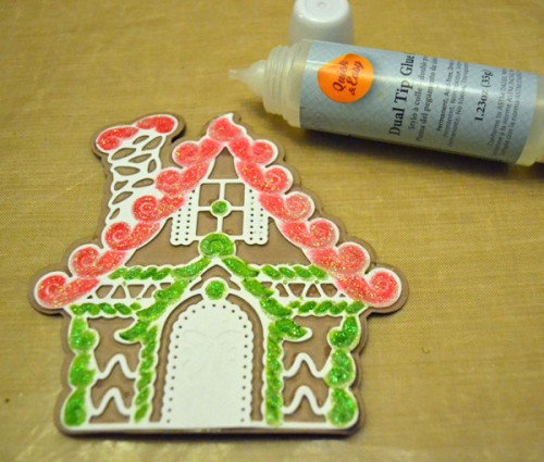 MargieHiguchi GingerbreadHouseShapedCard Step08
